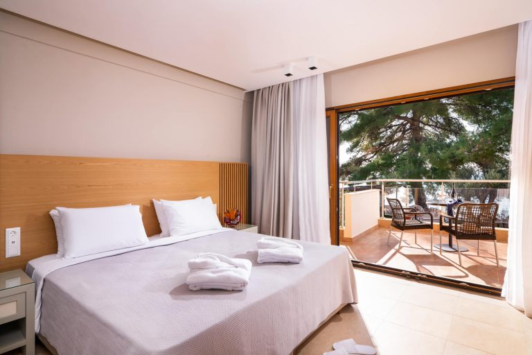 Deluxe-suite-room9